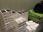Пассажир рейсом из Гонконга задержан с контрабандой из 43шт iPhone 7 Plus (видео)